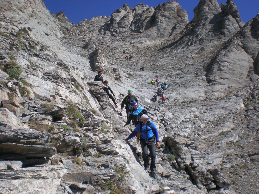 Ο «Πεζοπορικός Ορειβατικός Σύλλογος Πετρούπολης»  στην πιο ψηλή κορυφή της Ελλάδας (3/6)