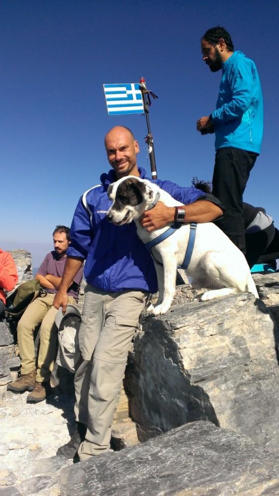 Ο «Πεζοπορικός Ορειβατικός Σύλλογος Πετρούπολης»  στην πιο ψηλή κορυφή της Ελλάδας (1/6)